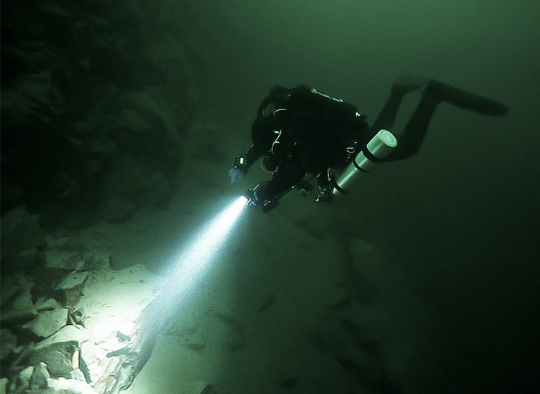 3XML Alexandra dive light underwater